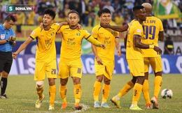Cựu tiền đạo U23 VN chơi thăng hoa, đẩy đội bét bảng V.League lún sâu vào thảm cảnh