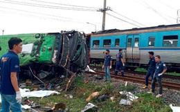 Tàu hỏa húc tung xe buýt chở người đi lễ chùa, 20 người thiệt mạng