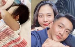 Đàm Thu Trang khoe ảnh con gái, chưa lộ mặt nhưng cư dân mạng đã soi ngay ra điểm giống 'y sì đúc' Cường Đô La