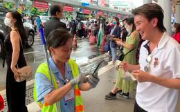 Cách ứng xử của Đàm Vĩnh Hưng với người lao công lớn tuổi ở sân bay gây chú ý