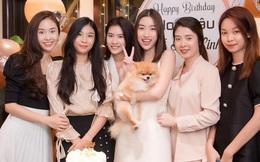 """Thêm hội chị em """"gen trội"""" của Vbiz: Đỗ Mỹ Linh rạng rỡ đón sinh nhật, dân tình dán mắt vào dàn mỹ nhân bên cạnh"""
