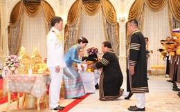 """Thái Lan: Hoàng hậu Suthida được ĐH Hoàng gia trao 39 bằng danh dự trong 1 ngày, """"gây bão"""" MXH"""