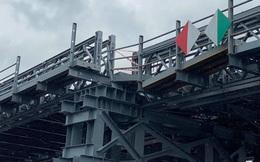 Sà lan tông lệch nhịp cầu sắt An Phú Đông ở Sài Gòn