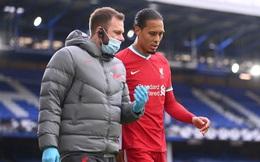 """Liverpool gặp """"đại họa"""" khi Van Dijk bị đứt dây chằng, có thể nghỉ hết mùa giải"""