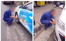 Clip: Taxi bị người đàn ông xịt cả 4 lốp xe vì đỗ dưới lòng đường, chắn trước cửa quán