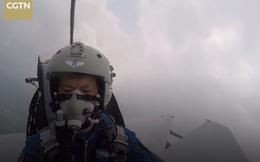 Hình ảnh hộp đen: Máy bay quân đội Trung Quốc bị chim tấn công, lao đầu xuống đất