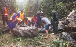CLIP: Cận cảnh bộ đội chiến đấu với những tảng đá khổng lồ, mở đường tiếp tế người dân