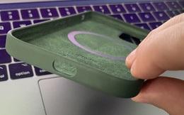Ốp lưng iPhone 12 giá hơn 1 triệu nhưng bị Apple... quên đục lỗ