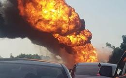 Xe bồn chở dầu bốc cháy dữ dội trên cao tốc Hà Nội - Hải Phòng