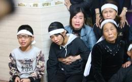 Người vợ liệt sỹ 15 ngày đeo 3 khăn tang ngã quỵ ngày đón chồng về