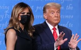 Bà Melania tái xuất hậu COVID-19, đeo khẩu trang đi cổ vũ ông Trump