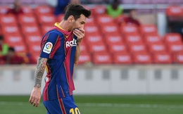"""Messi bất lực, Real Madrid """"nhấn chìm"""" Barca để lên ngôi đầu xứng đáng"""