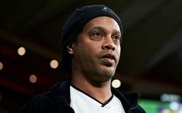 Vừa ra tù chưa lâu, Ronaldinho lại gặp vận xui khi nhiễm Covid-19