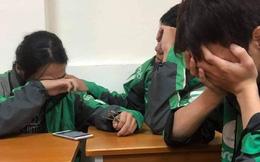Xôn xao câu chuyện 3 sinh viên mặc chiếc áo xe ôm công nghệ ngồi khóc cuối lớp vì gia đình miền Trung không có tiền đóng học