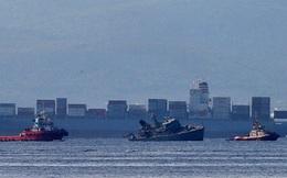 Tàu chiến Hi Lạp bị tàu hàng đâm gãy đôi