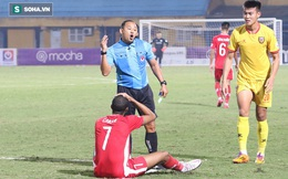 """Lo vắng mặt khi đấu Hà Nội FC, tiền đạo Viettel nhầm lẫn """"ngớ ngẩn"""" khiến đồng đội nổi cáu"""