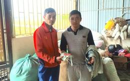 Khi nhận hàng cứu trợ lũ lụt, nam thanh niên phát hiện có vàng trong chiếc áo cũ