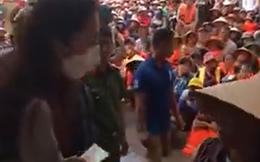 """Thủy Tiên """"gắt"""" với Công Vinh để cho thêm tiền người dân ngập lụt"""