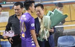 Cầu thủ Hà Nội FC chúc mừng sinh nhật bầu Hiển, nhưng lại thiếu mất món quà ý nghĩa nhất