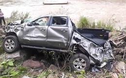[ẢNH] Hiện trường vụ xe thầy hiệu trưởng, hiệu phó và cô giáo lao xuống vực khiến 2 người tử vong