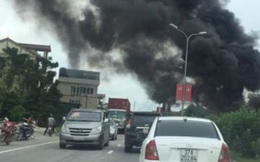 Xe tải đang chạy bốc cháy ngùn ngụt, nhiều con bò bị thiêu sống
