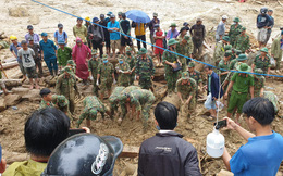 SẠT LỞ Ở QUẢNG NAM: Tìm thấy 2 thi thể; Vẫn chưa thấy cả gia đình 7 người nhà bí thư xã Trà Leng bị vùi lấp