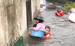 [ẢNH] Cứu hộ lội nước ngang ngực, bế trẻ em, người già ra khỏi nhà ngập lụt ở Nghệ An