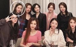 Hội bạn thân mới của Angela Baby gây choáng Cbiz: Toàn thiên kim gia thế khủng, vợ Huỳnh Hiểu Minh chỉ dám đứng nép