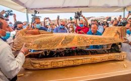 24h qua ảnh: Mở nắp quan tài chứa xác ướp cổ đại ở Ai Cập