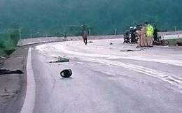 Xe máy đấu đầu trên quốc lộ, 2 người tử vong, 1 người bị thương