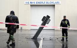 24h qua ảnh: Tên lửa chưa nổ găm trong nhà máy thủy điện ở Azerbaijan
