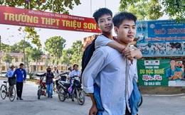 """Nam sinh cõng bạn 10 năm thiếu 0,25 điểm vào ĐH Y Hà Nội: """"Con sẽ học ĐH Y Thái Bình và cố gắng học tốt"""""""