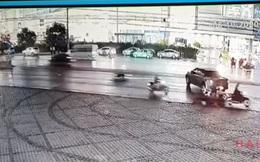 Video xe máy trượt dài trên quốc lộ khiến người xem rùng mình