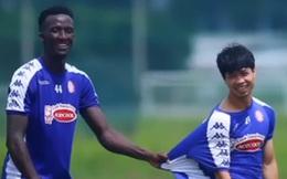 """Công Phượng đen đủi chấn thương trước """"đại chiến"""" với Hà Nội FC, được đồng đội động viên theo cách hài hước"""
