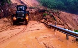Sạt lở đất nghiêm trọng chia cắt Quốc lộ 49, tuyến Huế đi A Lưới