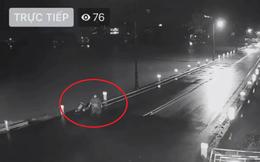Người dân phát hiện loạt hành động lạ của nam thanh niên khi xem livestream ở cầu Đập Đá - Huế lúc 1 giờ sáng