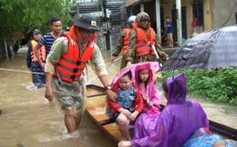 Di dời khẩn cấp hơn 130 người ra khỏi vùng ngập sâu nguy hiểm ở Huế