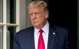 Ông Trump lại có biểu hiện lạ khi trả lời phỏng vấn