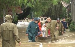 Mưa lũ ở Thừa Thiên - Huế: Người dân đi xuồng trên đường, thủy điện nâng mức xả lũ