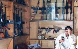 """""""Thăm"""" chợ vũ khí ở Afghanistan"""