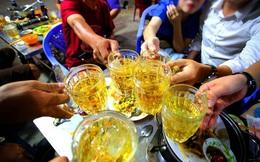 Bố mẹ có thể bị phạt nếu để con dưới 18 tuổi uống rượu bia