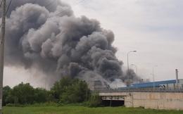 Cháy khủng khiếp ở công ty trong KCN Hiệp Phước tại Sài Gòn, khói đen bốc cao hàng chục mét