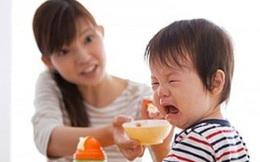 """Mẹ khóc ròng vì con lười ăn: Bác sĩ Việt ở Mỹ chỉ tên thủ phạm """"giết chết"""" khẩu vị trẻ"""