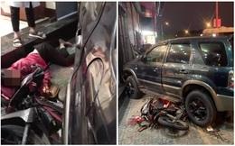 """Khoảnh khắc ô tô """"điên"""" kéo lê 3 xe máy rồi đâm thẳng vào cửa hàng kính - hiện trường gây ám ảnh"""