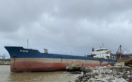 Tàu chứa 10 tấn dầu gặp nạn ở vùng biển Quảng Ngãi