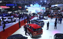 Khách Việt mua xe chạy phí trước bạ, thị trường ô tô đạt đỉnh mới