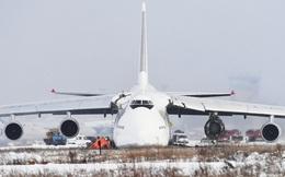Siêu vận tải cơ An-124 nổ động cơ, trượt khỏi đường băng