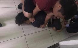 NÓNG: Bắt giữ nam thanh niên sát hại mẹ ruột tại khu đô thị Đặng Xá
