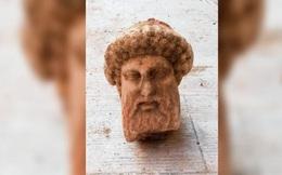Phát hiện tượng cổ thần Hy Lạp hiếm có ngay dưới vỉa hè