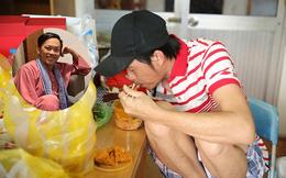 """Hoài Linh xin khán giả đừng """"ném đá"""", tiết lộ lý do mặc áo cũ suốt 5 năm"""